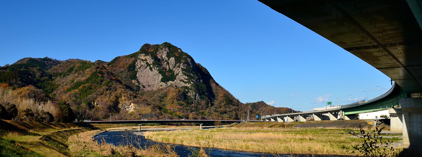 从136号公路附近看到城山